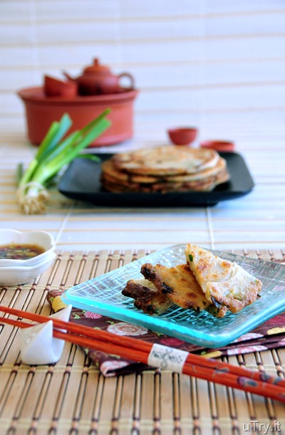 Chinese Scallion (Green Onion) Pancakes With Soy-Ginger Dipping Sauce (蔥油餅配姜汁醬油)  http://uTry.it