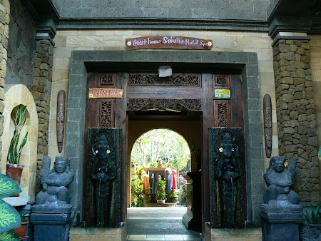 Traditional entrance of an Ubud hotel
