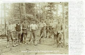 Members of the Reserve Pionier Kompanie Nr. 48 during building a well.