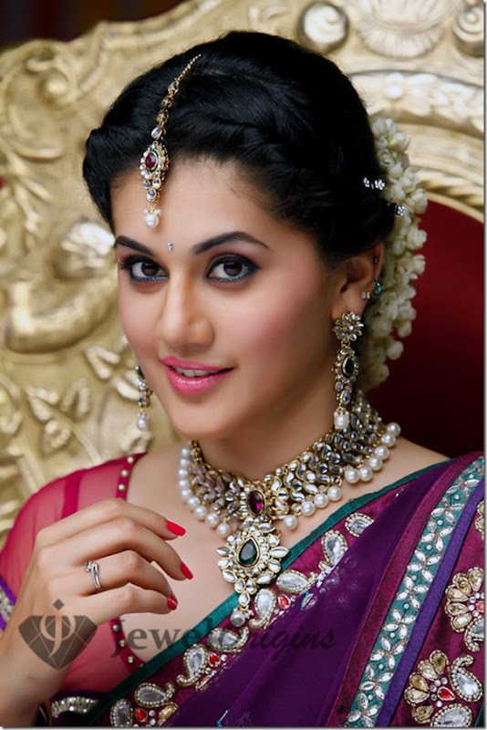Taapsee_Kundan_and_Pearl_Combination_Necklace