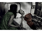 In a small Cambodian hospital, 18-year-old garment factory worker Klem is in the final stages of HIV/AIDS. The teenager's mother doesn't understand why her daughter is dying. <em>© Simon O'Dwyer</em>