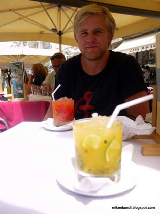 Gustav with cocktails