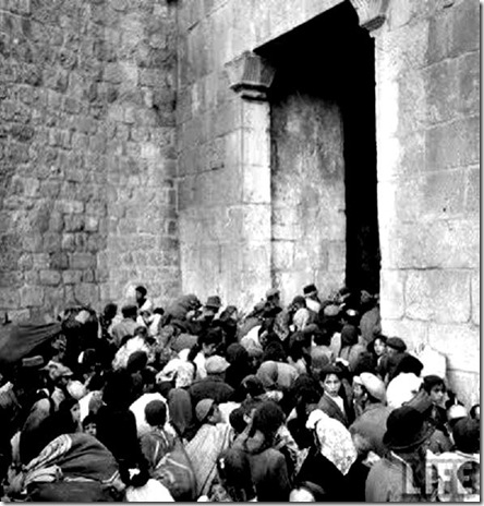 Jew-Families Flee  to Zion Gate 6-1948