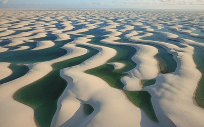 sand-dunes-in-brazil-with-water-lagoons-between-800x500