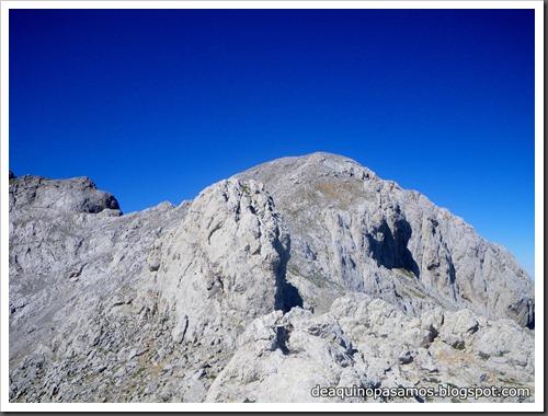 Jito Escarandi - Jierru 2424m - Lechugales 2444m - Grajal de Arriba y de Abajo (Picos de Europa) 0103