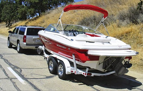 163_0702_09z 2007_ford_expedition_el_limited towing_boat