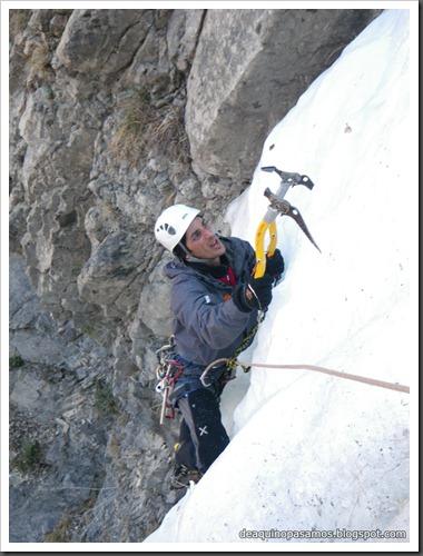 Cascada de Hielo de La Sarra 250m WI4  85º (Valle de Pineta, Pirineos) (Isra) 8207