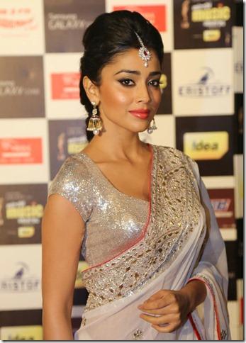 Shriya Saran @ Mirchi Music Awards 2013 (South) Photos