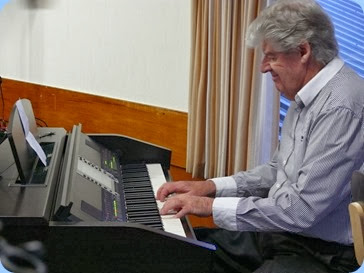 Ian Jackson playing the Clavinova CVP-509. Photo courtesy of Dennis Lyons.