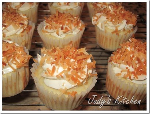 CI coconut cake cupcakes (2)