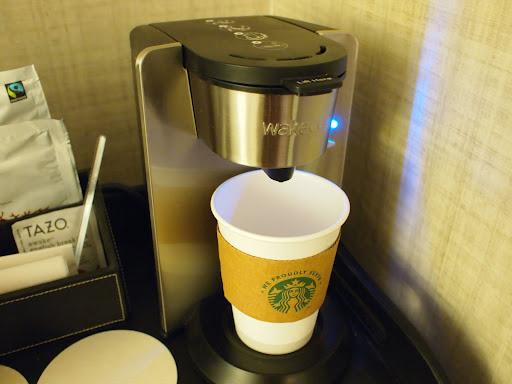 [写真]ホテルの部屋にあったスタバのドリップ用コーヒー