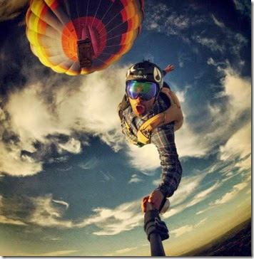 a98889_extreme-selfie_3-skydiving