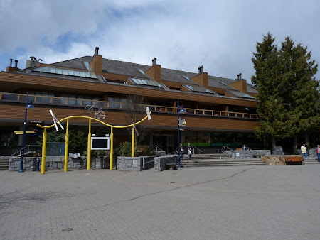 2. Whistler Town - centru.JPG