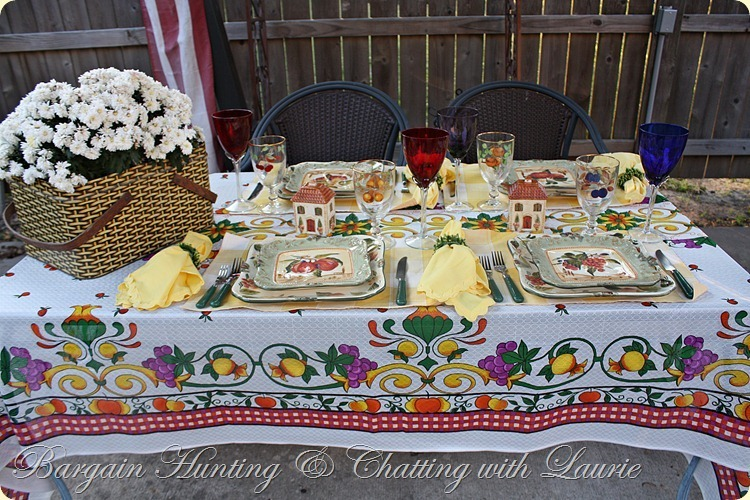 TABLE FALL OUTDOOR DINING