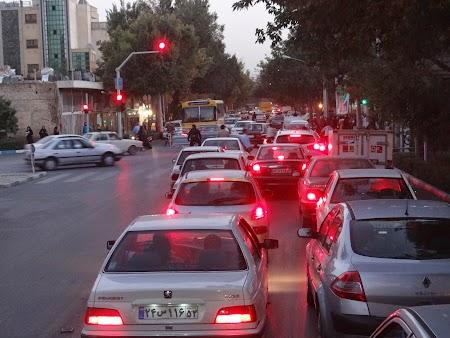 37. Trafic in Esfahan.JPG