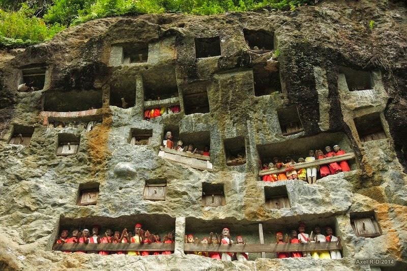 tana-toraja-burials-4