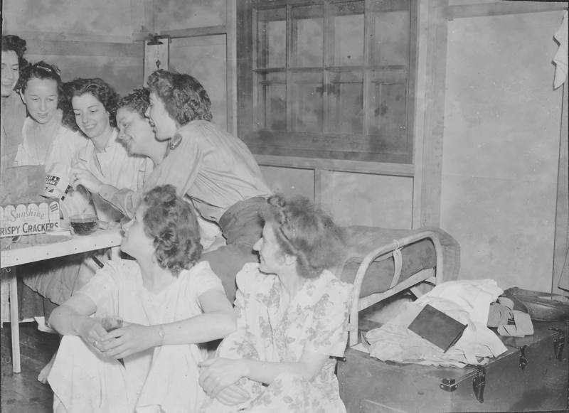 "Women's Army Corps (WACS) servicewomen rummage through food at the barracks at ""San Berdu"" (San Bernardino military base). Circa 1943-1944."