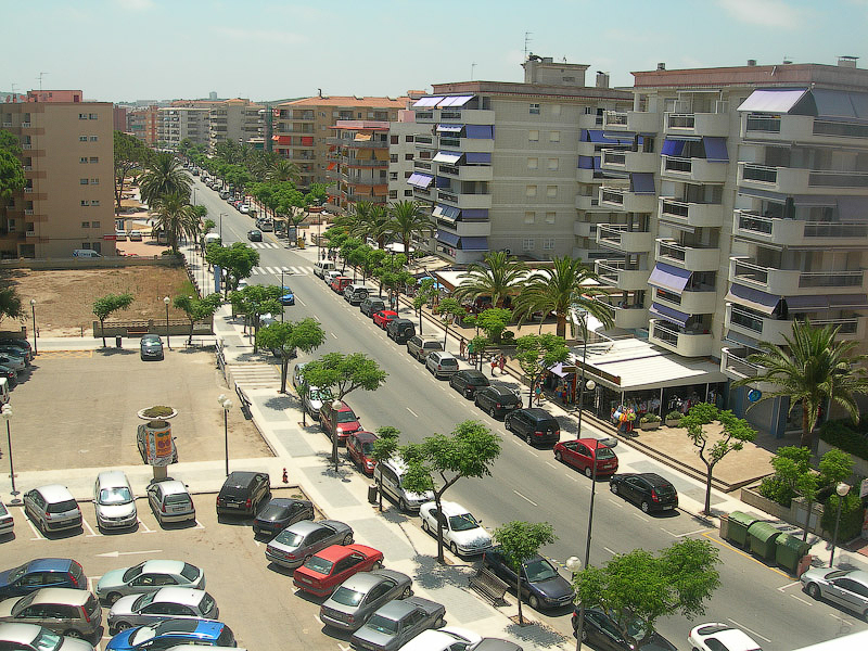Hotel Terramarina (ex. Carabela Roc). La Pineda. Costa Dorada. Spain. Вид на прилегающую улочку.