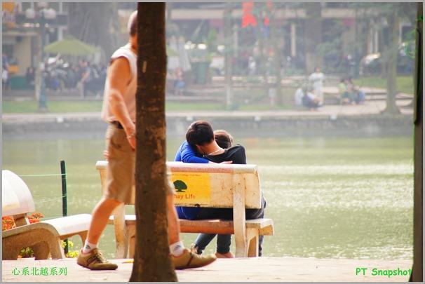 热吻的情侣