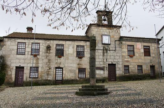 Portugal -Belmonte - biblioteca municipal - antiga casa da camara de belmonte - Glória Ishizaka