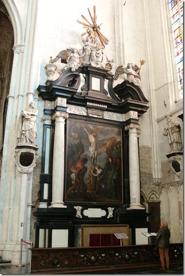 入口から入ってすぐ、右の祭壇画はアントン・ヴァン・ダイク(Antoon van Dijck)の作品