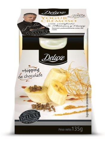 31_5700885_yogur cremoso con compota de plátano y curry con topping de caramelo chocolate explosivo_Deluxe_Lacteos Goshua_135g_3D