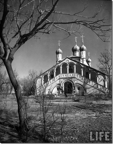beijing all martyrs church 1946  foto de Dmitri Kessel