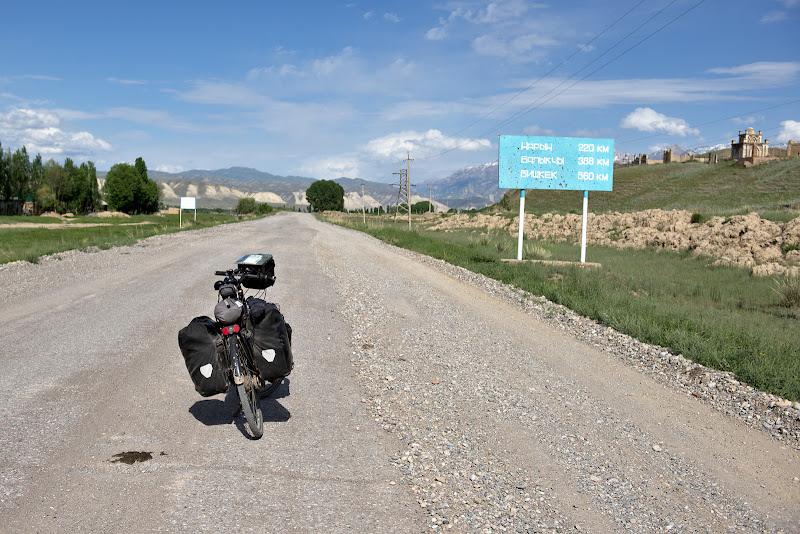 Dupa 200 de kilometri inca 585 pana in Bishkek, asta desi google maps arata doar 640 in total.