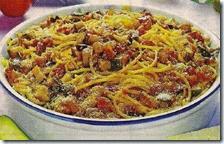 Spaghetti con sugo di melanzane e zucchine