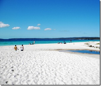 201206-w-strangest-beaches-hyams-beach-australia