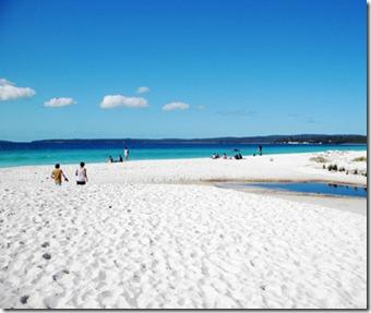 201206-w-strangest-beaches-hyams-beach-australia