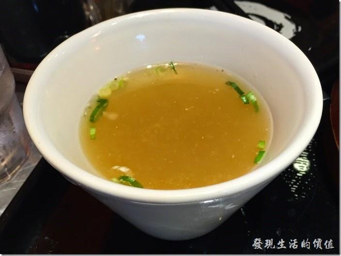台南-花月嵐拉麵。整盤炒飯吃下來就只有這碗味噌湯好喝。