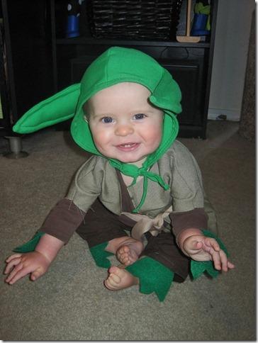 disfraz yoda para bebe (1)