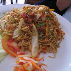 Vegetarian Mi Goreng (Indonesian Fried Noodles)