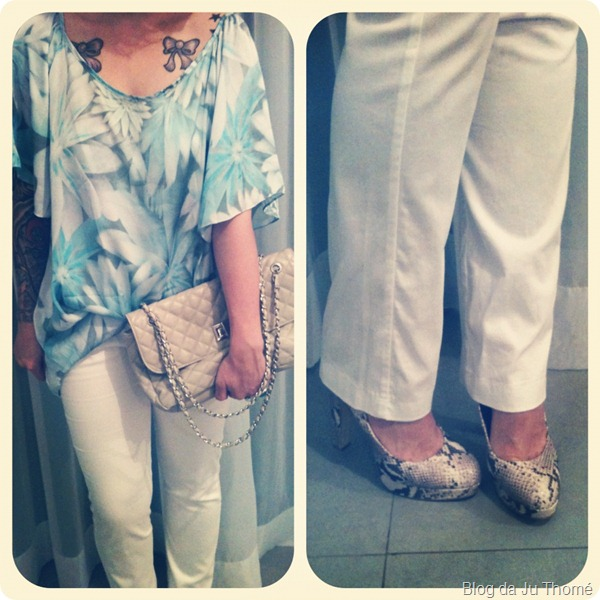 look blusa azul flores calça branca
