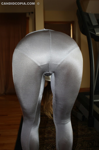 skin tight spandex leggings or tights because anything else might just
