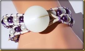 lilla og hvitt armbånd1