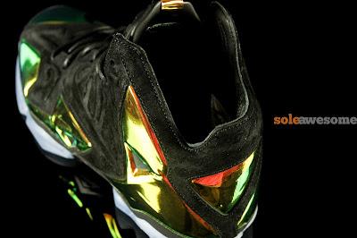 nike lebron 11 nsw sportswear ext kings crown 1 02 Detailed Look at Kings Crown LeBron 11 EXT (677693 001)