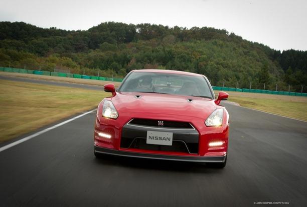 2013-Nissan-GT-R-6[2]