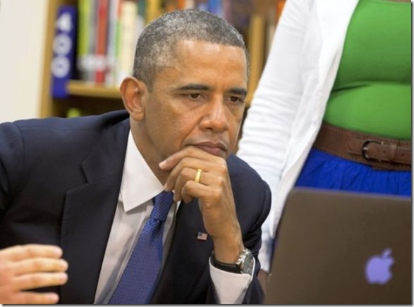 obama-checking-your-emails-30