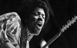 Jimi-Hendrix-Plays-Berkeley