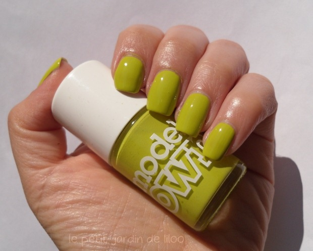 004-models-own-aciiied-nail-polish-swatch-review