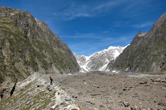The long glacier which leads to Gonella.