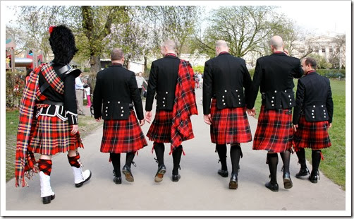 men_in_red_kilts