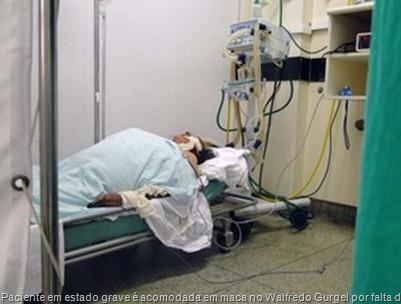 paciente-em-estado-grave-acomodada-em-maca