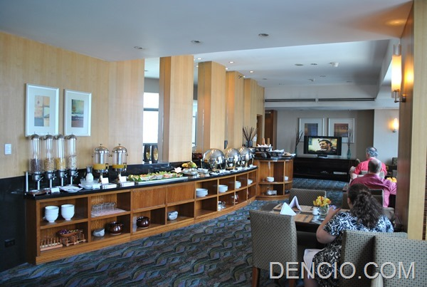 Club Lounge Breakfast Crowne Plaza Manila Galleria 07