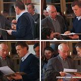 Remise des clés de la mairie et de quelques documents entre l'ancien et le nouveau maire