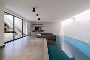 piscina-cubierta-casa-de-lujo
