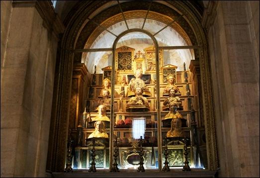 Gloria Ishizaka - Igreja de Sao Roque -altar das relíquias das santas mártires (lado da epístolas)