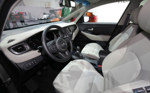 2013-Kia-Carens-interior